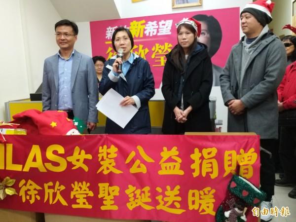 選後首度露面的徐欣瑩首先感謝鄉親的關心,也持續傾聽鄉親的意見。(記者廖雪茹攝)