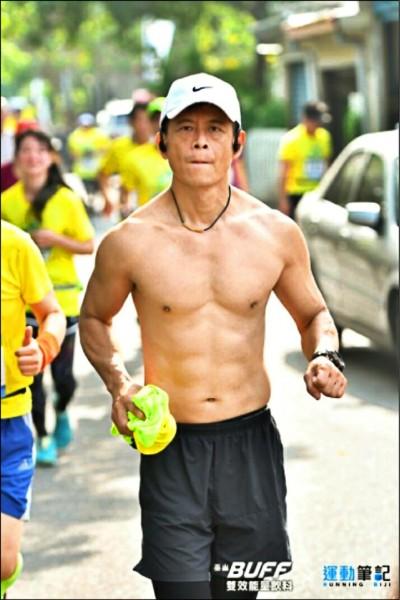 陳建勳日前參加路跑活動,露出精壯身材。(記者曾健銘翻攝)