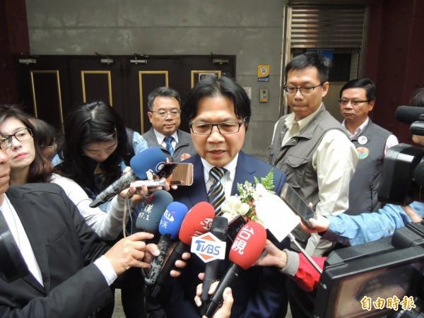 教育部長葉俊榮受訪時,強調對於台大校長遴選案,依法律程序處理,對職位絕不戀棧。(記者張勳騰攝)