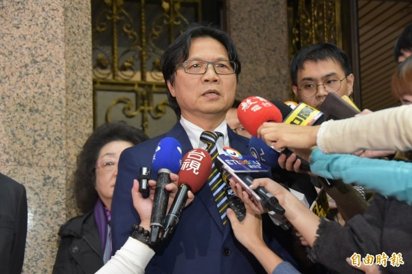 教育部長葉俊因聘管惹議,請辭獲准後出面受訪。(記者吳柏軒攝)