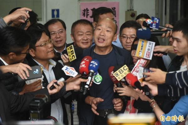 高雄市長韓國瑜近日接受媒體專訪時表示,他要向中央爭取放寬中資投資高雄、購買房地產,引發熱烈討論。(記者張忠義攝)