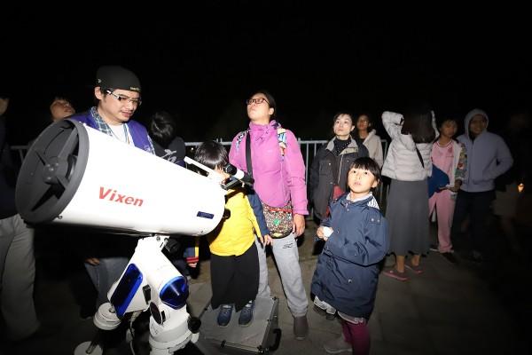 2019年首波流星雨「象限儀座流星雨」在1月3、4日登場,南瀛天文館1月3日舉辦觀測活動,邀請民眾一起來觀星。(南瀛天文館提供)