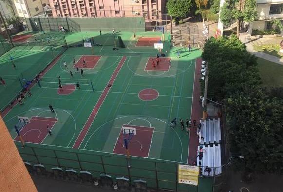 中國醫大校本部球場。(中醫大學生水湳金雞母社提供)