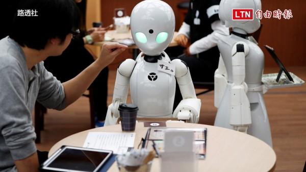 機器人為客人送上咖啡。(路透社)