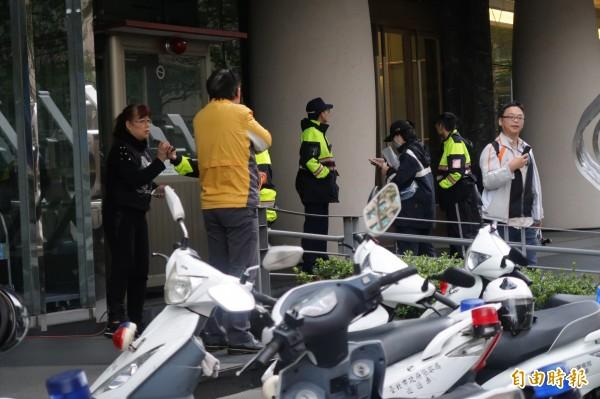 中租迪和辦公大樓27日傳出疑似租車糾紛被砸事件。(記者鹿俊為攝)