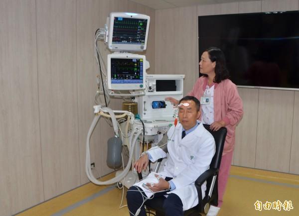 奇美醫學中心手術室都配置雙測儀器,確保病人麻醉安全。(記者吳俊鋒攝)