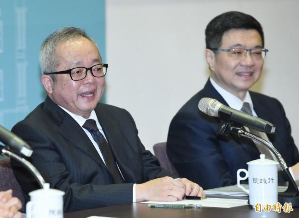 台灣面對美中貿易戰衝突,儘管政府預期明年經濟成長率會比今年稍低,不過,行政院副院長施俊吉今天向外界宣布好消息,他說,加薪動力在明年會非常強大。(記者廖振輝攝)