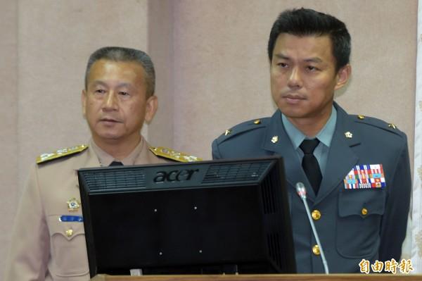馬防部指揮官章元勳(右)晉升中將。(資料照)