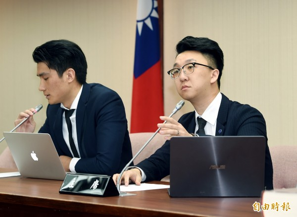 普悠瑪列車事故司機員尤振仲委託律師舉行記者會。(記者方賓照攝)