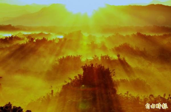 左鎮二寮的日出,遠近馳名,當地的迎曙光,是台南跨年三部曲的壓軸活動。(記者吳俊鋒攝)