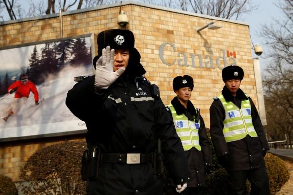 習近平2013年上台以來,在中國「被失蹤」的人口範圍越來越廣,不僅是異議份子,還有高官、馬克思主義者、外國人和電影明星,都會被警察帶到秘密地點進而「人間蒸發」。中國警察示意圖。(路透)