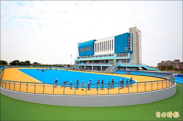 港區運動公園戶外設有標準的溜冰場。 (記者歐素美攝)