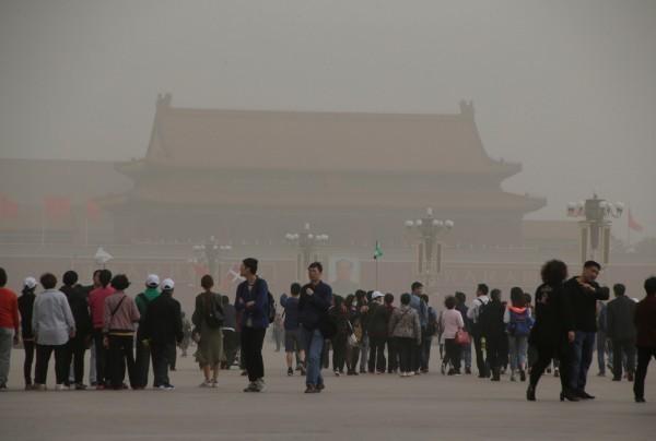 一名在中國工作8年的台灣網友指出,中國民眾根本不知道什麼是非洲豬瘟,因為中國政府封閉資訊的能力很好,讓人民活在欣欣向榮的幻想中。圖為中國天安門廣場。(路透)