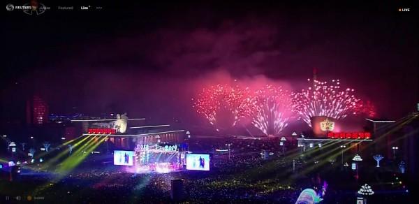 北韓跨年晚會煙火秀。(圖擷取自《路透TV》)