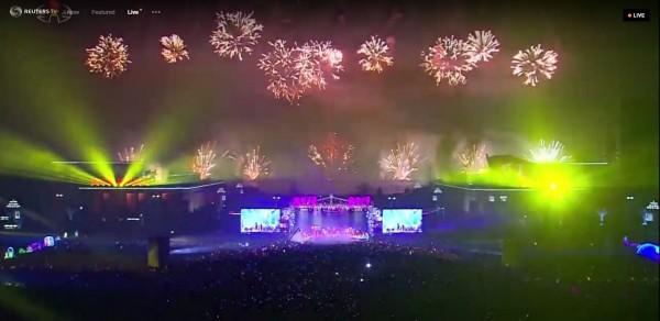 北韓今日晚間於平壤舉行跨年晚會。(圖擷取自《路透TV》)
