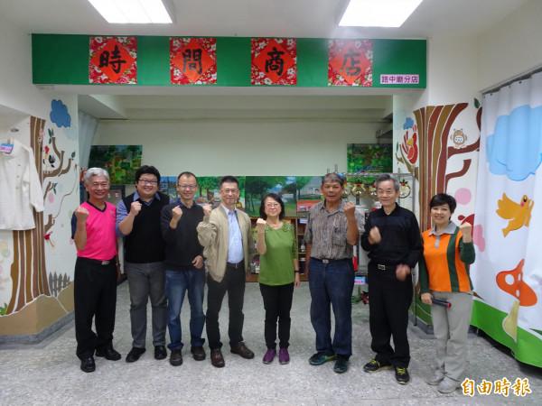 高雄首家「社區時間銀行」於路中廟社區營業。(記者黃旭磊攝)