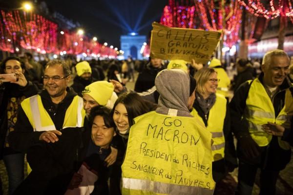 在巴黎,儘管反政府的「黃背心」抗爭活動計畫在知名的香榭麗舍大道進行,但主題為「博愛」的煙火與聲光秀仍將照常演出。(歐新社)