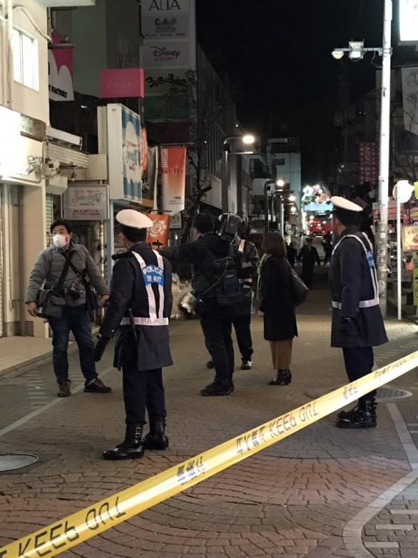 東京澀谷竹下通驚傳汽車衝撞人群,導致8人受傷,其中6人重傷。(圖取自推特)