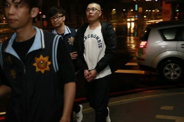 陳男(右)是淡水地區幫派份子。(資料照,記者吳仁捷翻攝)