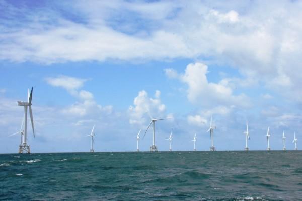 彰化縣曾前往歐洲取經考察當地離岸風場,圖為英國在風海上風場。(彰化縣政府提供)