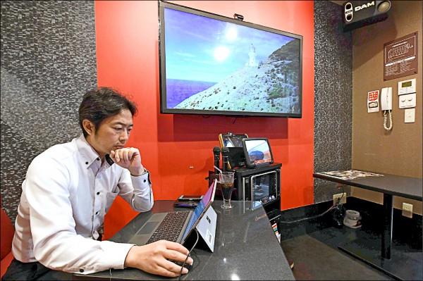 日本興起租借卡拉OK包廂做為臨時辦公室的風潮。(法新社檔案照)