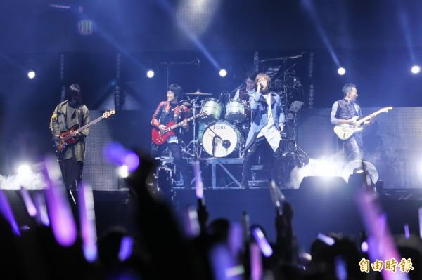 台灣樂團五月天擁有眾多粉絲,是華人最受歡迎的樂團之一。(資料照)