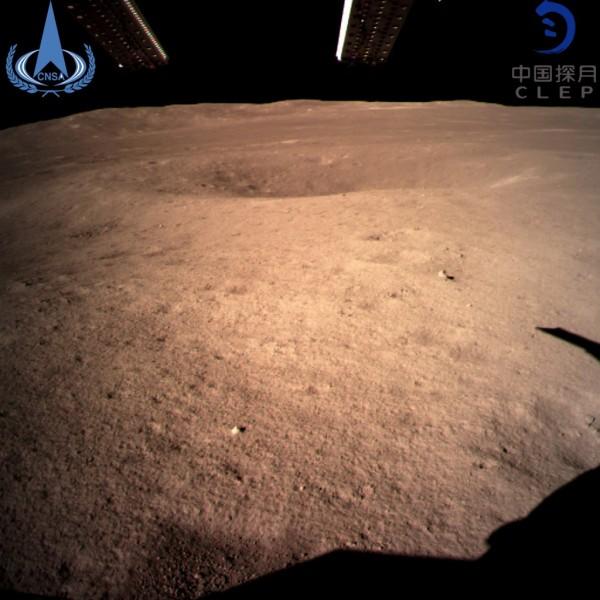 嫦娥四號成功登陸月球背面,並拍下首張近距離照片。(歐新社)