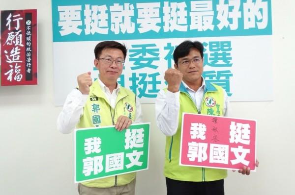 郭國文(左)爭取台南市第二選區立委補選民進黨提名。(競選總部提供)