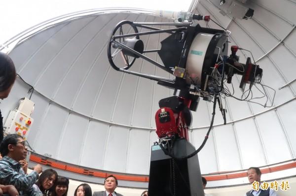 前鎮教育天文台望遠鏡啟用。(記者黃旭磊攝)