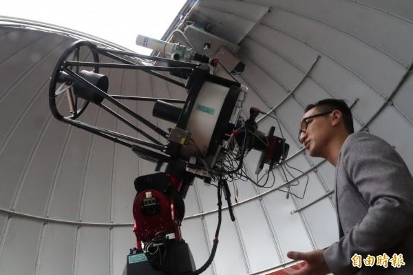 主鏡18吋蓋賽格林反射式望遠鏡為南台灣口徑最大。(記者黃旭磊攝)