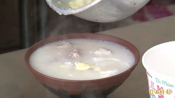 金門帶有豬肉的廣東粥,即日起兩週也不得再攜往台灣本島。(記者吳正庭攝)