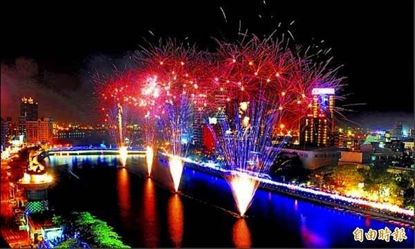高雄燈會配合新市府發展愛河觀光產業鏈,決定移回愛河舉行。 (資料照)