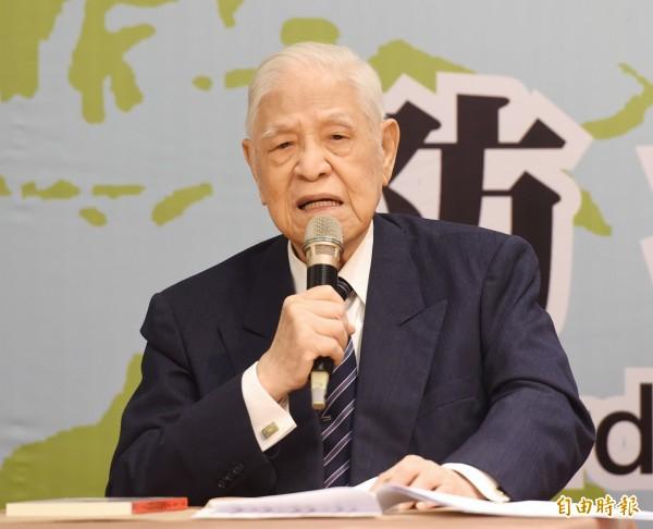前總統李登輝接受日本媒體專訪時說,如果台灣落入中國的手裡,美國和日本就像被刀架在脖子上。(資料照)