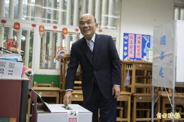 前行政院長蘇貞昌今天早上8時在新北市新莊區中港國小,參加民進黨主席補選投票。(記者陳心瑜攝)
