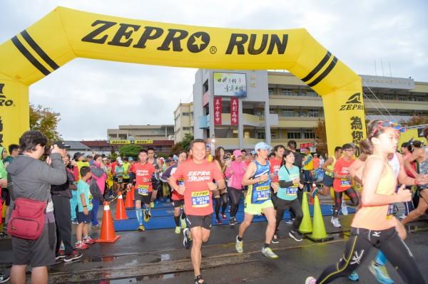 2019台中ZEPRO RUN全國半程馬拉松,在豐原高中鳴槍起跑。(全統運動用品提供)
