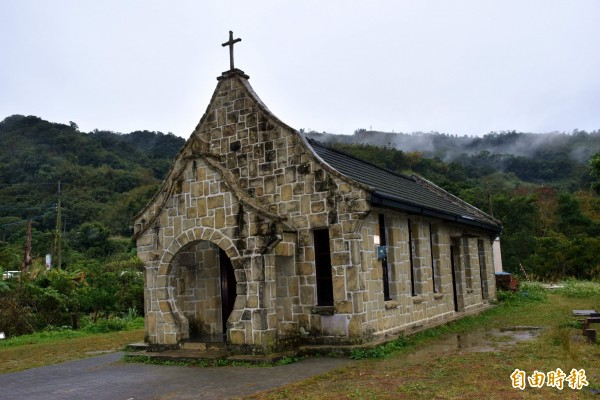 創建逾50年的基國派教堂,入口乍看像鑰匙孔,以「通往天堂之鑰」概念設計。(記者李容萍攝)