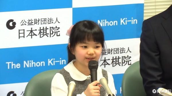 目前就讀小學4年級的仲邑堇將在4月1日成為職業棋士,還未滿10歲的她,成為史上最年輕的職業棋士。(圖擷自日本棋院囲碁チャンネル官方YouTube)