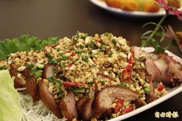 東來寶養生坊也推出年菜料理。(記者林宜樟攝)