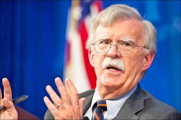 美國國家安全顧問波頓六日指出,美軍將繼續留在敘利亞,撤軍前提將是「伊斯蘭國」餘黨遭到殲滅,以及庫德族受到保護。(美聯社檔案照)