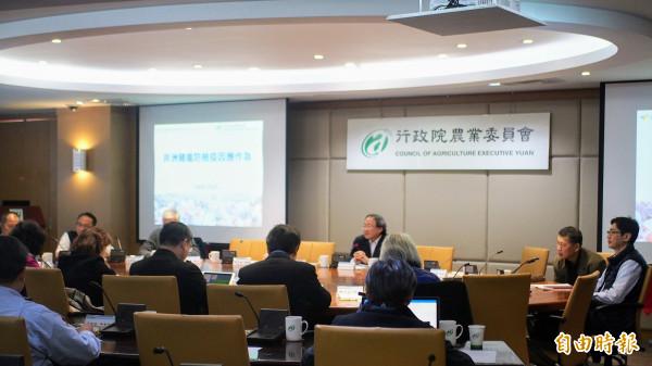 非洲豬瘟中央應變中心今天在農委會舉行專家會議。(記者簡惠茹攝)
