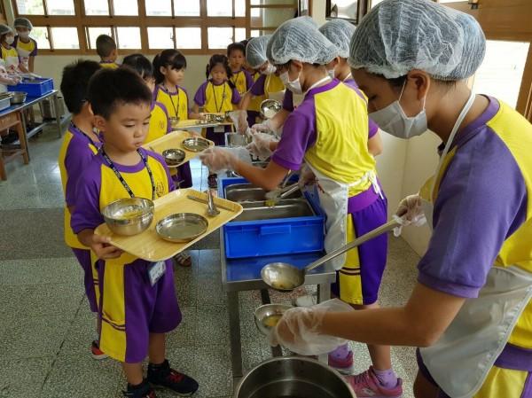 宜蘭縣長林姿妙補助全縣國中小營養午餐政策,粗估要3億元。(民眾提供)