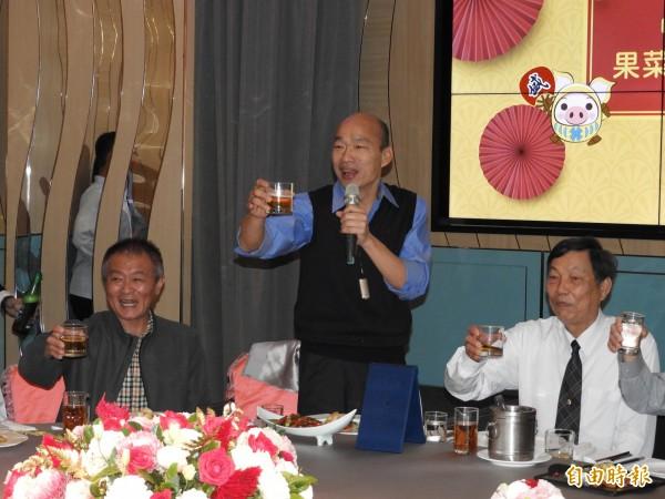 高雄市長韓國瑜今天參加「中華民國台灣地區果菜市場發展促進會」餐敘。(記者葛祐豪攝)