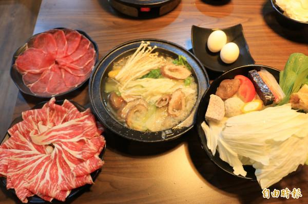 老江湖石頭鍋料好實在,老闆用料大方,就是要讓客人吃好吃飽。(記者鄭名翔攝)