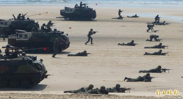 美國軍事專家易思安(Ian Easton)說,如果中國企圖進行台海戰爭,必須要孤立或占領台灣、阻止美國介入,並且要阻止攻台時來自印度的邊境威脅,進行五大聯合作戰行動,而這樣的聯合作戰將是解放軍的噩夢。(資料照)