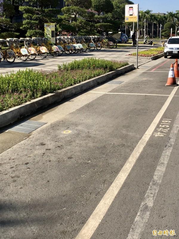 屏東市路邊停車格除夕至大年初三免費停車。(記者羅欣貞攝)