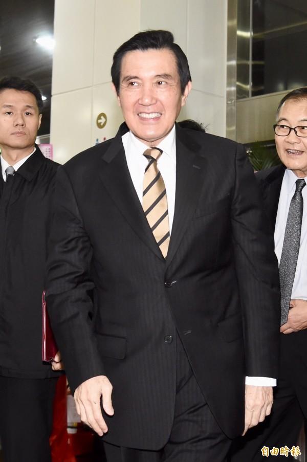 前總統馬英九日前在上電台節目時,跟電台主持人黃暐瀚表示,自己2015年出席「馬習會」,確實有說「中華民國憲法」及「一中各表」。(資料照)