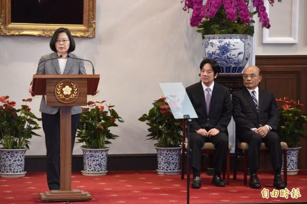總統蔡英文宣布由蘇貞昌接任閣揆,蘇貞昌表示,他要謝謝蔡總統給他這個機會以及信任與支持,他會帶著團隊捲起袖子回應民意、接上地氣。(記者叢昌瑾攝)
