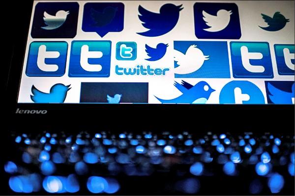 社群媒體「推特」雖在中國被禁,但中國境內的活動人士和批評政府的人士,至今仍利用軟體推文發表中國當局列入網路審查的敏感內容。圖為北京一台電腦連上推特時的螢幕畫面。(法新社檔案照)