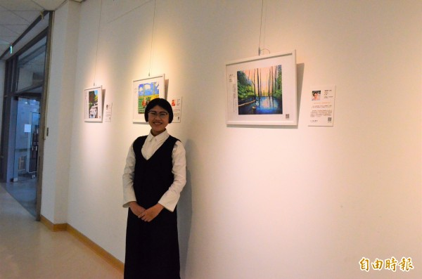 李佳鎂成立小光點畫廊,透過網路辦展,協助身心障礙藝術家努力與才華被看見。(記者林國賢攝)
