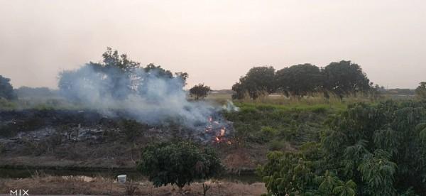 空拍機查獲安南區燃燒雜草。(環保局提供)